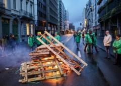 Bruxelles bloccata, proteste contro l'austerity in Europa