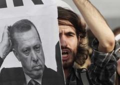 Turchia: caos politica, fuga dai bond, lira KO