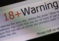 Utenti siti porno osservati e manipolati