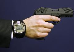 Nasce la prima Smart Gun: la pistola che funziona con l'orologio da polso
