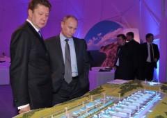 Banche russe sull'orlo del fallimento, Putin muove blindati in Crimea