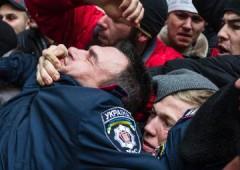 Ucraina: blitz separatista in Crimea, occupato Parlamento