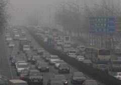 Smog: a Pechino non si vede più nulla, Cina si converte all'energia verde