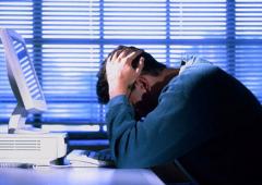 Lavorare più di 8 ore aumenta rischio malattie cardiache fino a 80%