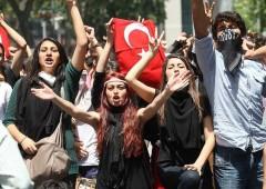 """Turchia minaccia di """"liberare"""" 3 milioni di rifugiati in Ue"""