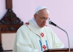 Il Papa attacca la Casta. Che si presenta con numerose auto blu