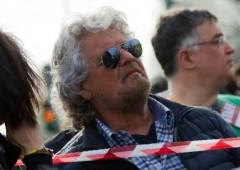 """Attacco Grillo contro Obama: """"Viene qui solo per gli F35, e noi tutti zitti"""""""