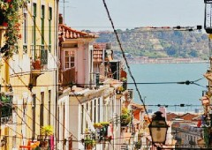 """Pensionati in fuga dall'Italia: Portogallo """"nuovo Eden"""" della terza età"""