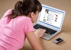 Facebook generatore di invidia, chi guarda i profili è meno soddisfatto