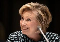 """Hillary: """"sono stata povera, piena di debiti"""". Ironia sui social network"""