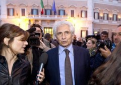 Pugno duro Renzi:  silurato il dissidente Mineo, 13 senatori PD si autosospendono