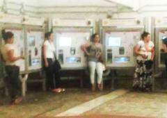 Il racket dei Rom che chiedono il pizzo sul biglietto della metro