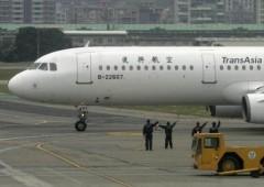 Taiwan: aereo si schianta in atterraggio