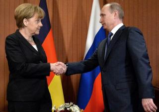 Fronte comune contro Trump mette d'accordo Putin e Merkel