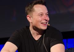 """Musk (Tesla) avverte: """"Intelligenza artificiale più pericolosa della bomba atomica"""""""