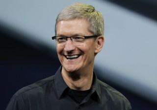 Apple, Tim Cook: produciamo in Cina perché là i lavoratori sono più bravi
