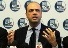 Corruzione: bufera su Alfano. Opposizioni chiedono dimissioni