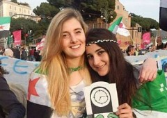 «Nelle mani dei terroristi dell'Isis ci sono anche due italiane»
