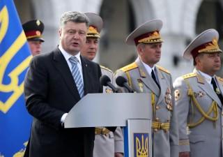 Ucraina teme l'invasione russa e invoca legge marziale