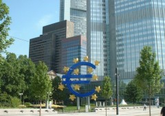 Euro rimbalza su rumors Bce, focus su dati inflazione