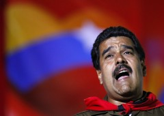 Il Venezuela ha fame: Maduro inseguito da folla inferocita. Video