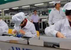"""Foxconn, fornitore Apple. In Cina dipendenti sul piede di guerra: """"Vogliamo mangiare"""""""