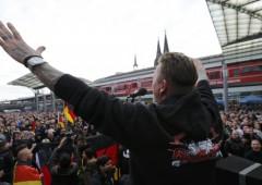 Germania, rivolta anti-Islam: scontri tra nazi fascisti e polizia