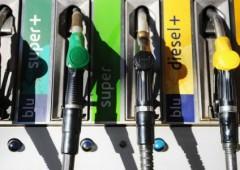 Benzina: di questo passo diesel costerà 1 euro al litro nel 2015