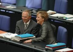 """Germania fa dietrofront, """"la Grecia rimanga nell'euro"""""""