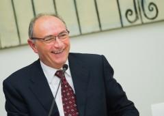 Unicredit: più ricavi nel 2015 ma niente acquisti in Italia