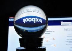 Facebook e Instagram off per un'ora, nel mirino degli hacker?