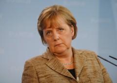 Merkel mente: Deutsche Bank sarà salvata. Fusione con questo colosso?