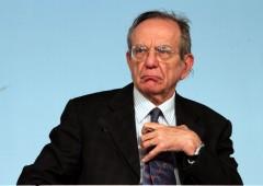 """Guerra spread, Padoan smentisce Renzi? """"Crisi 2011 non si ripeterà"""""""