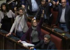 Camera vota ddl riforme. Alta tensione in Pd e Forza Italia