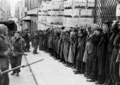 Coppia tedesca visita Grecia, paga 875 euro come risarcimento guerra