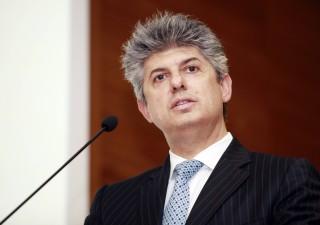 Telecom, AD Patuano si dimette. Raid francesi anche in Mediaset