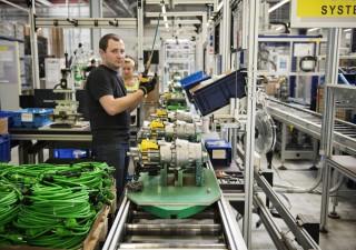 Export e ordini fabbriche in calo: le sfide dell'economia mondiale