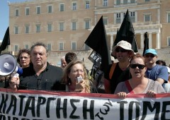 Grecia sfida la Troika: riassume 3.900 impiegati pubblici