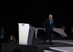Scandalo Fifa: Blatter se ne va, è indagato