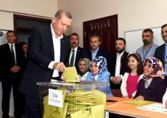 Turchia, finisce impero Erdogan. Sorpresa Partito pro-curdi. Mercati: crollo Borsa e lira