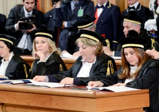 Allarme Corte dei Conti: meno dirigenti pubblici, ma stipendi più alti