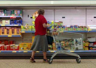 Famiglie italiane stringono la cinghia: 2019 in frenata per i consumi