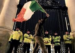 """Irlanda """"spinta con la forza"""" ad accettare piano di salvataggio Ue"""