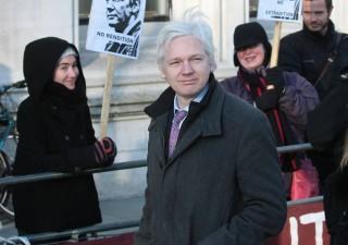 Wikileaks: Cia può trasformare iPhone in microfono spia