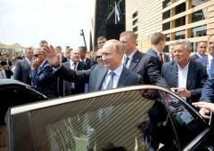 """Russia, rumor di aiuti a Grecia. E l'invito: """"Entrate nei BRICS"""""""