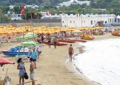 Si indebitano per andare in ferie. Succede in Grecia? No, in Italia
