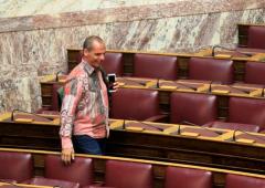 """Tsipras: """"Varoufakis non è un furfante"""". Braccio di ferro Fmi-Ue"""