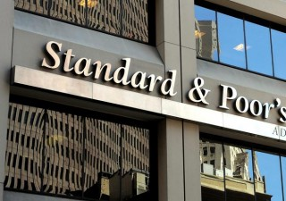 S&P non cambia rating, ma abbassa outlook e stime Pil