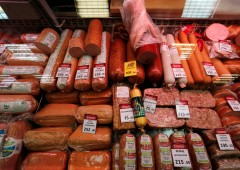 """Russia: """"distruzione di massa"""" di cibo sotto embargo. Polemica: """"Schiaffo a povertà"""""""