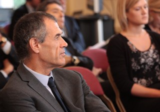 Mercati promuovono Mattarella e governo Cottarelli, cala lo spread
